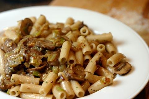 recipe: mushroom and leek pasta [18]